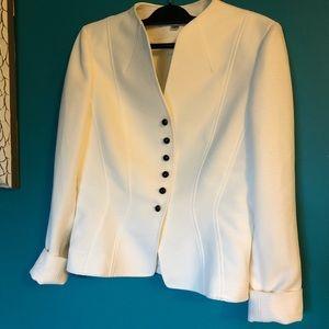 Elegant!! Tahari white textured blazer
